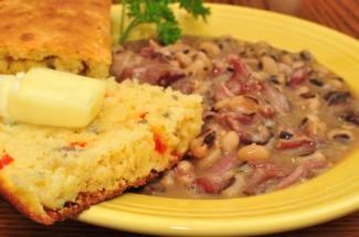 black-eyed peas with smoked hocks and cornbread