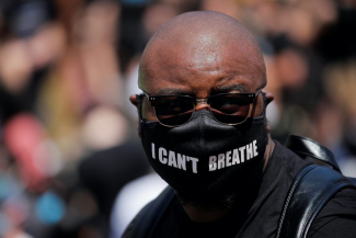 "Man wearing ""I can't breathe"" mask"